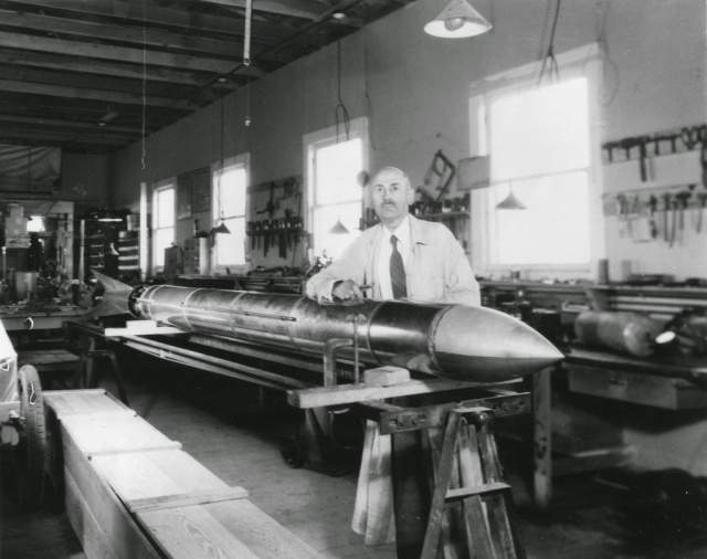 dr-_robert_goddard_rocket